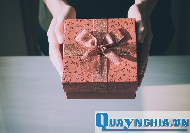 Hộp quà bí mật chứa tình yêu ngọt ngào